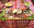 Vente privée autour d'un buffet campagnard
